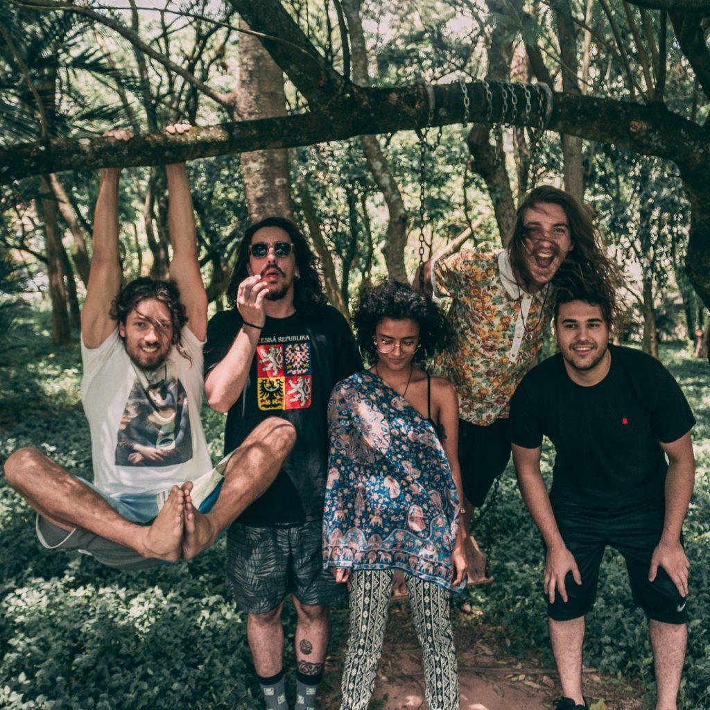 Zandare, da esquerda para direita, é composta por Vini Iared, Léo Diman, Sol, Vitinho e  Felipe Cassiola : (Foto: Christiano Cavlak/Reprodução)