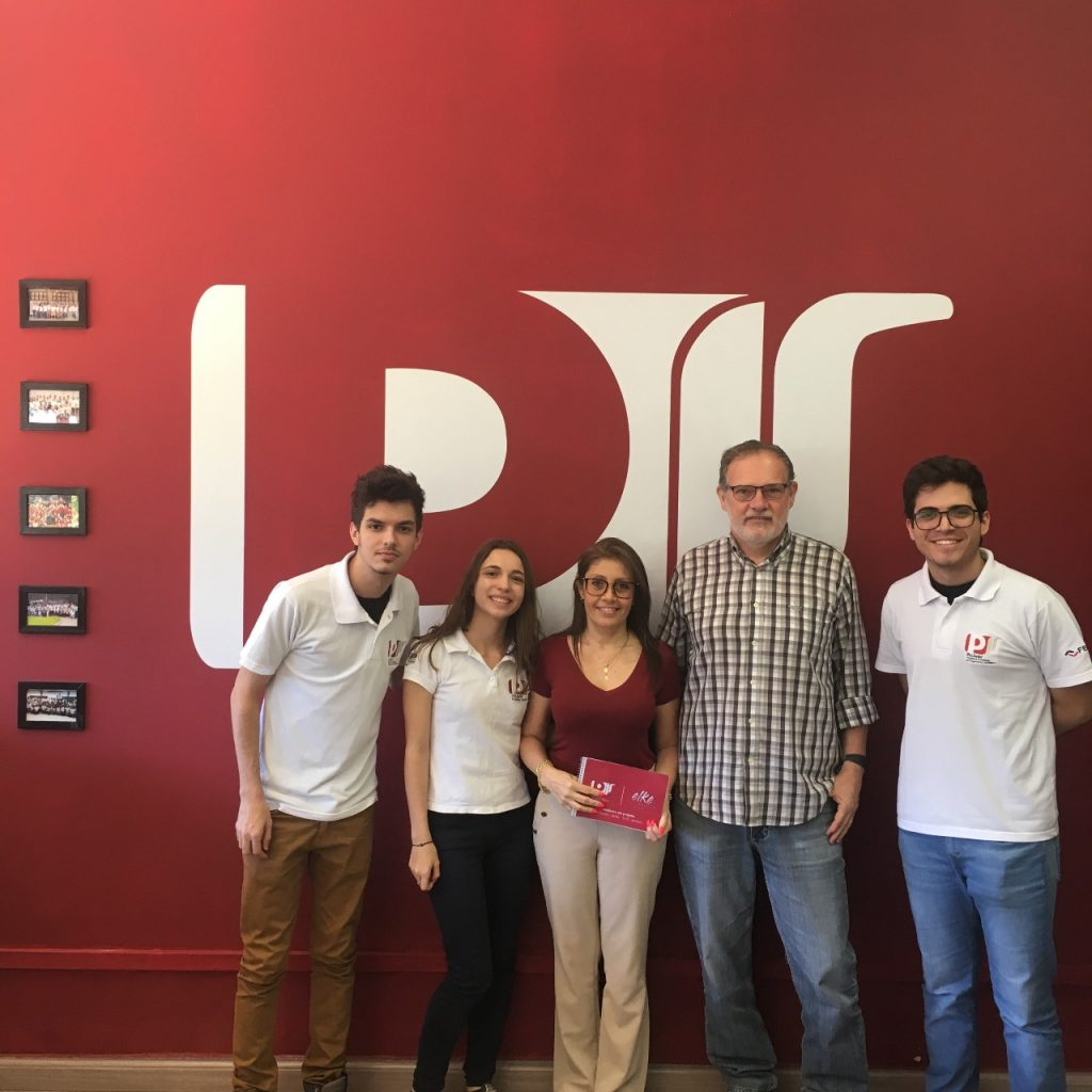 Assessores Thiago, Enrico e Gabriela do Escritório de Arquitetura da Pro Junior juntos com Elke e seu marido Júlio.