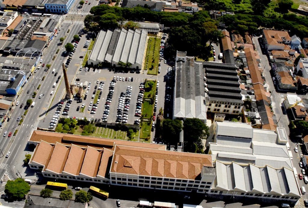 "Foto aérea atual do Complexo Educativo e Cultural ""Argos""."