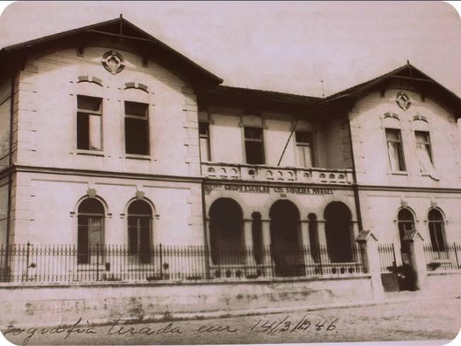 Fotografia em preto e branco de 1946 da fachada do prédio da atual Pinacoteca.