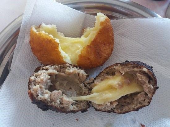 Bolinhos de carne com queijo e de batata com queijo do Dito, dignos de uma #JundiaíRaiz.