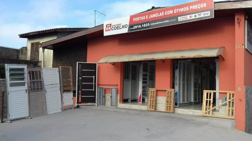 Fachada da loja da Ponte São João da Coelho Esquadrias.