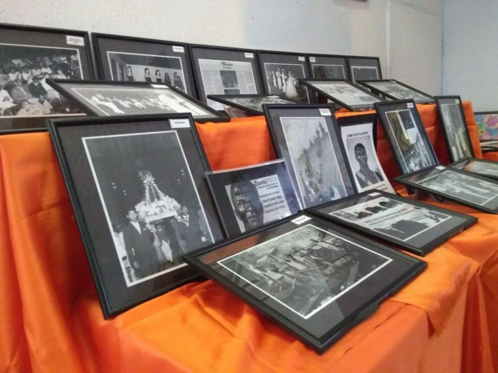 Fotografias emolduradas da história do Clube 28 de Setembro.