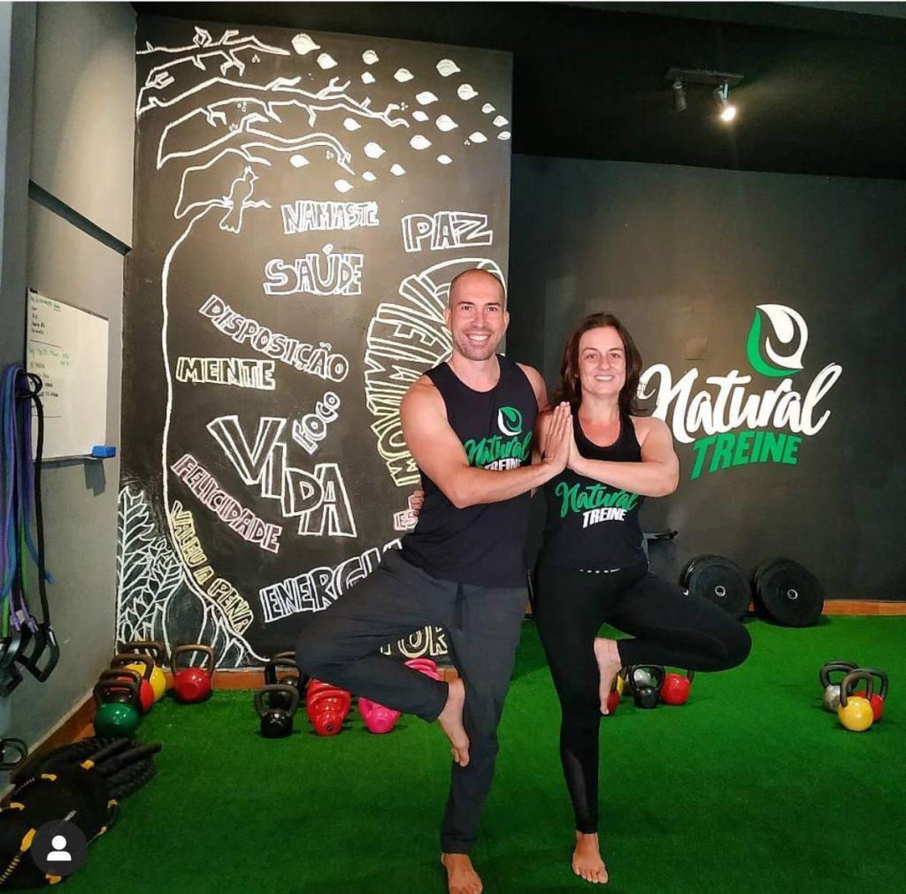 Pratique yoga e funcional com profissionais sem precisar sair de casa
