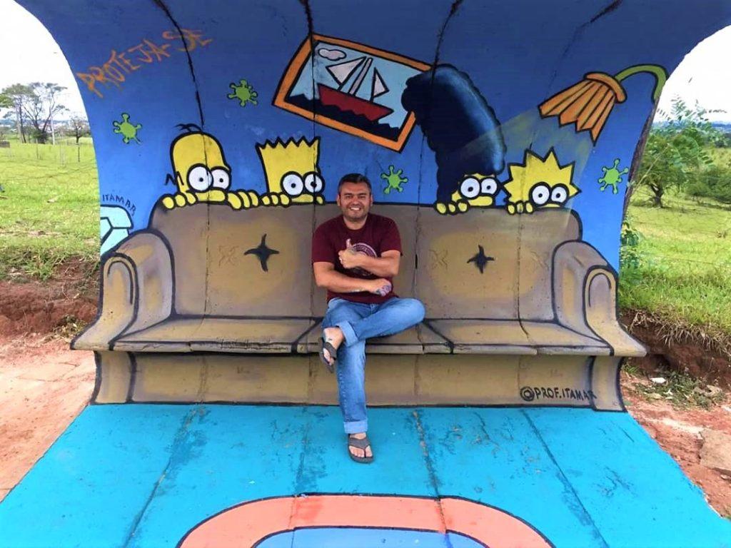 Artistas revitalizam pontos de ônibus com pinturas em Presidente Prudente