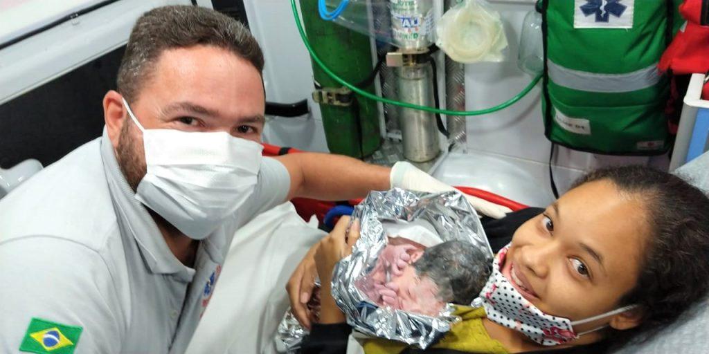 Prudentina dá à luz a pequena Heloíse dentro de ambulância
