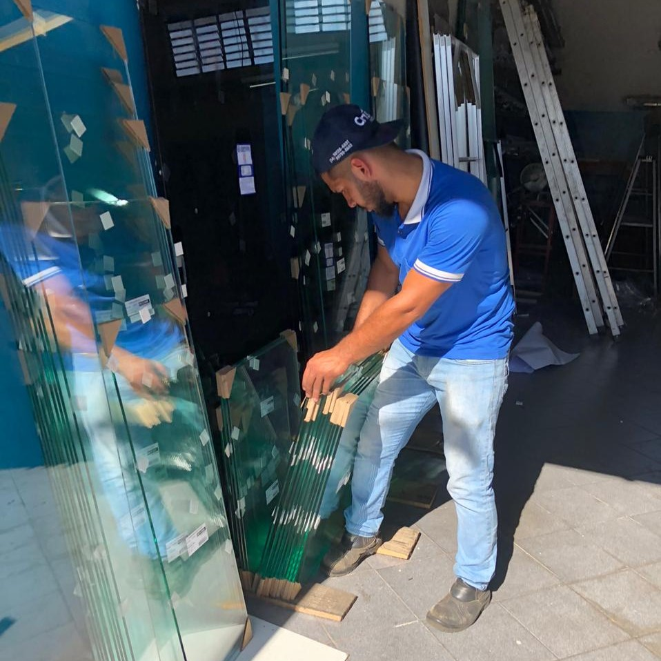 Com bom atendimento e ótimo preço, Vitória Vidros é destaque entre as vidraçarias