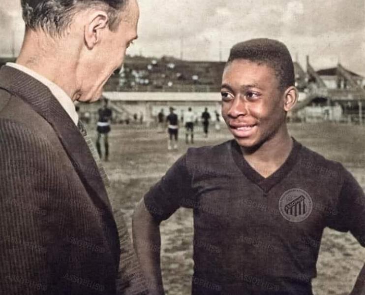 O jovem Edson em sua chegada ao Santos