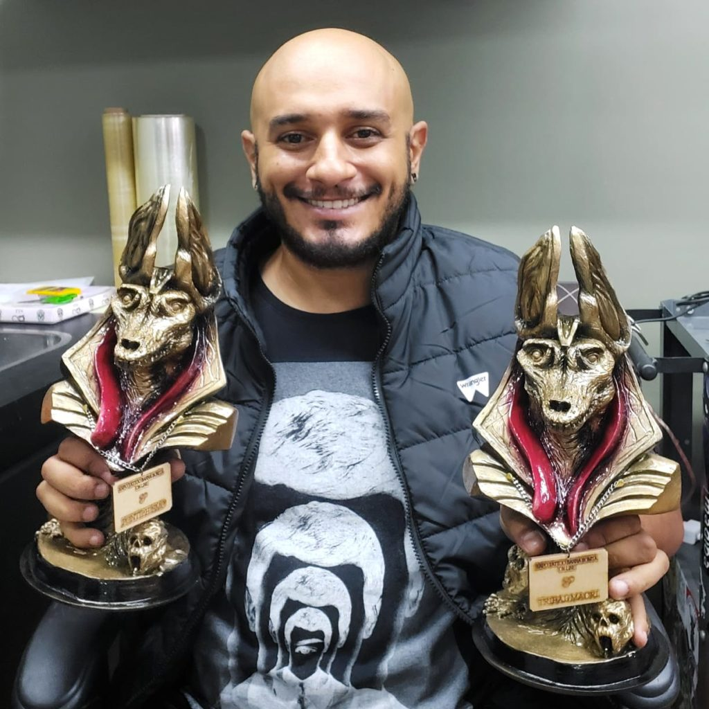 Na foto, Cisco com seus prêmios