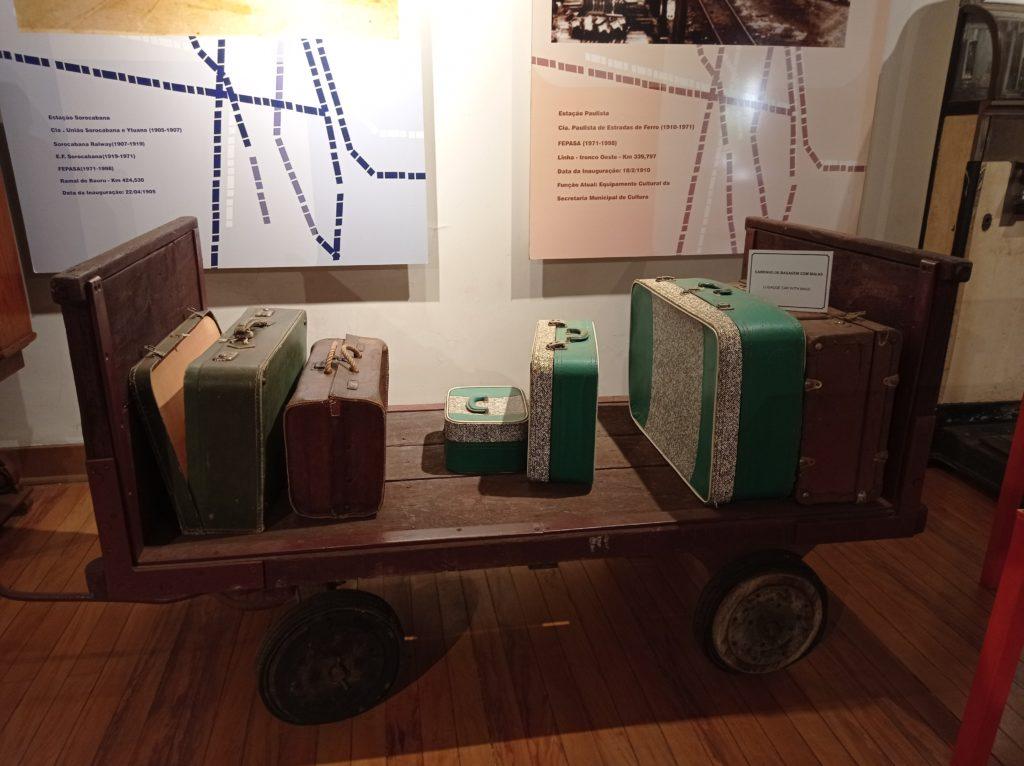 Bagagens antigas preservadas no Museu Ferroviário
