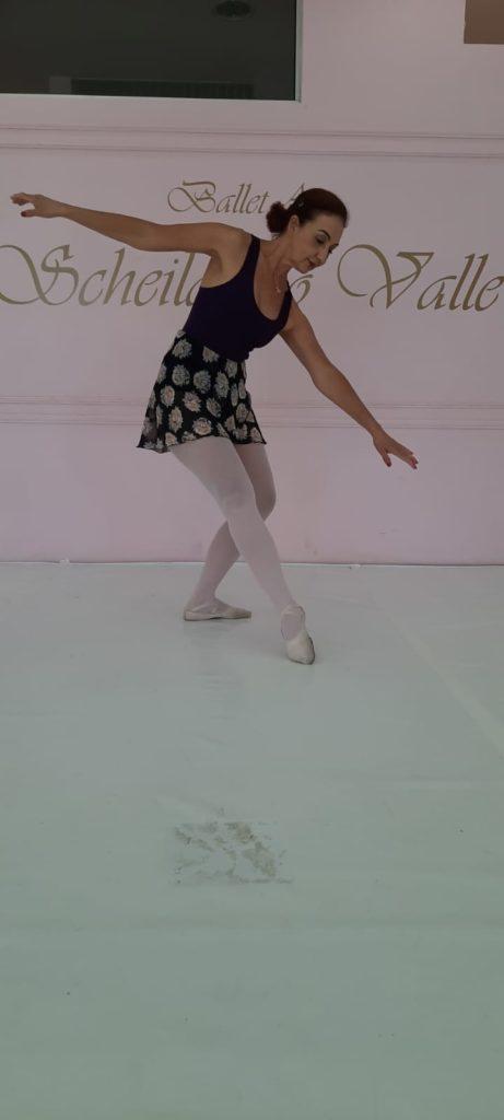 Dia da Bailarina: Scheila executando movimentos de ballet