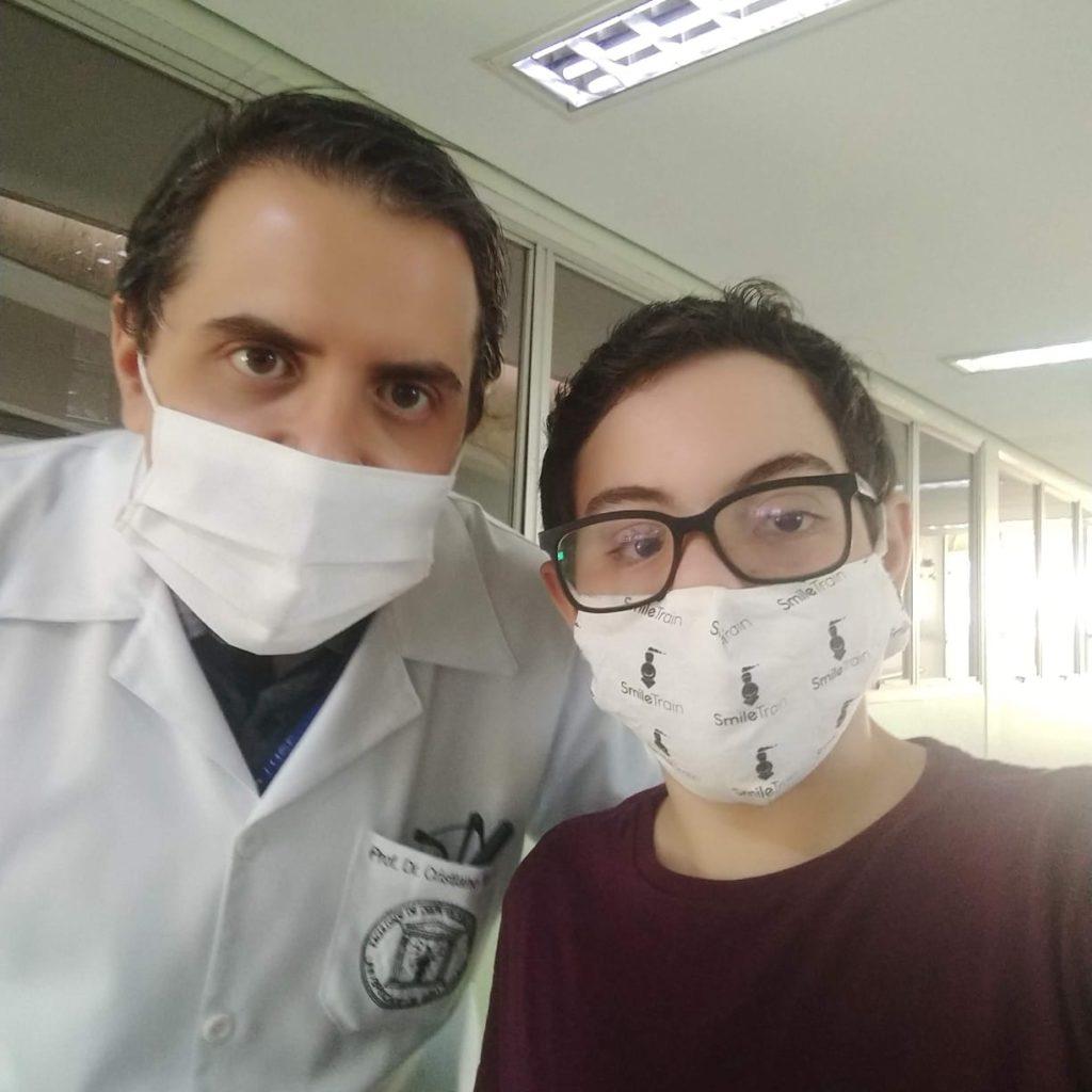Iarley e seu cirurgião Cristiano Tonella do Centrinho de Bauru