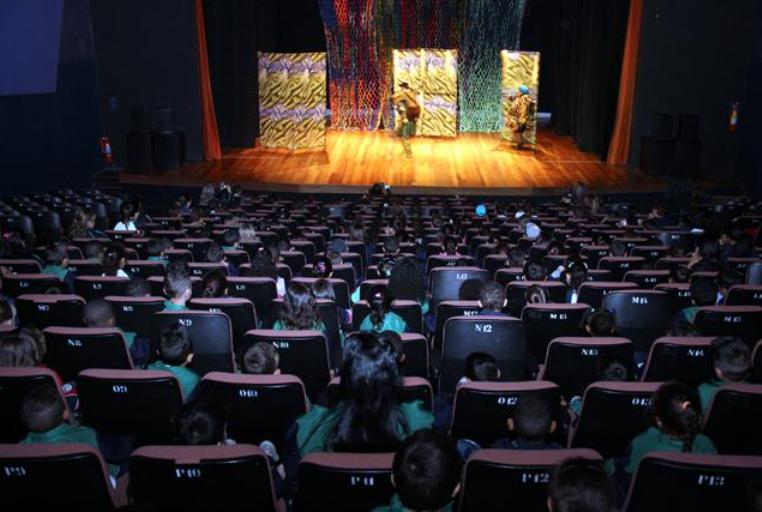 Espetáculo no Teatro Municipal de Bauru